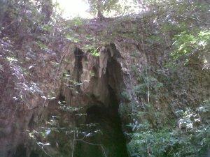 Tampak atas goa lokasi Song/ Luweng Pego
